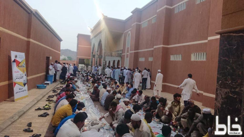 اكثر من 500 صائم يوميا على مائدة افطار صائم في الجامع الكبير بأحد ثربان