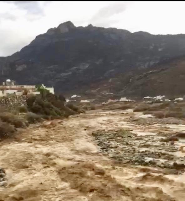 الأمطار تمنع بعض سكان قرى مركز خاط من الأفطار في منازلهم او التراويح في المساجد