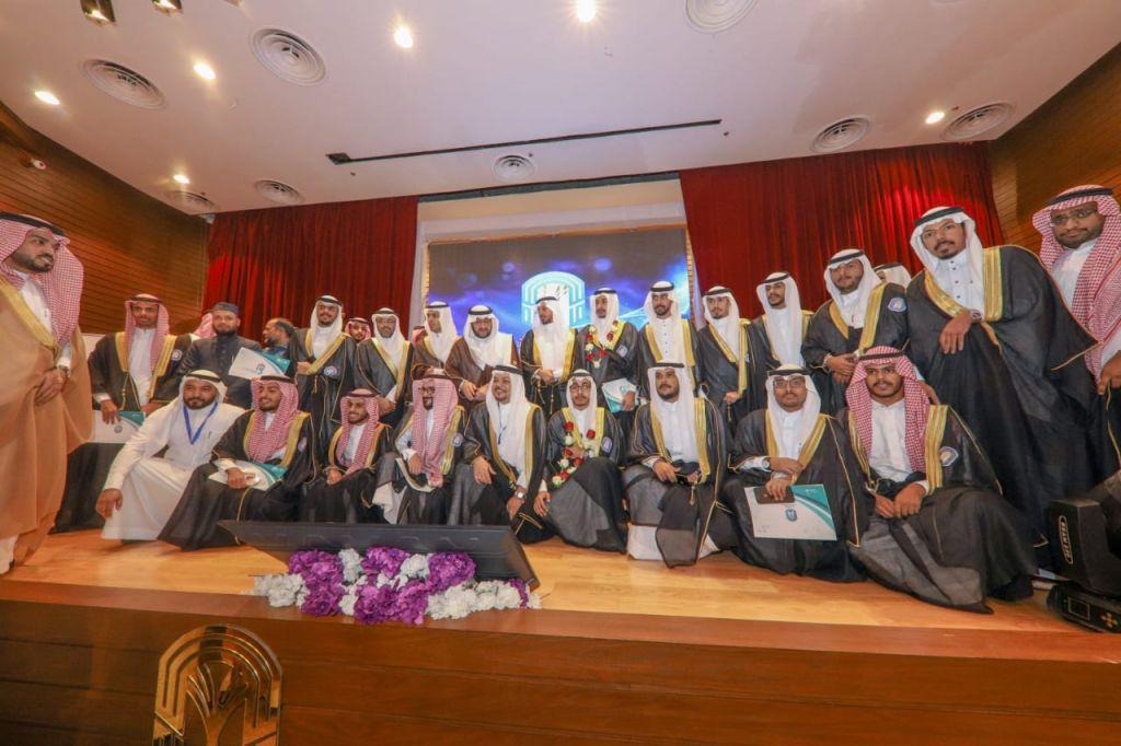 جامعة طيبة تحتفل بتخريج طلابها من فرع الجامعة بمحافظتي ينبع وبدر