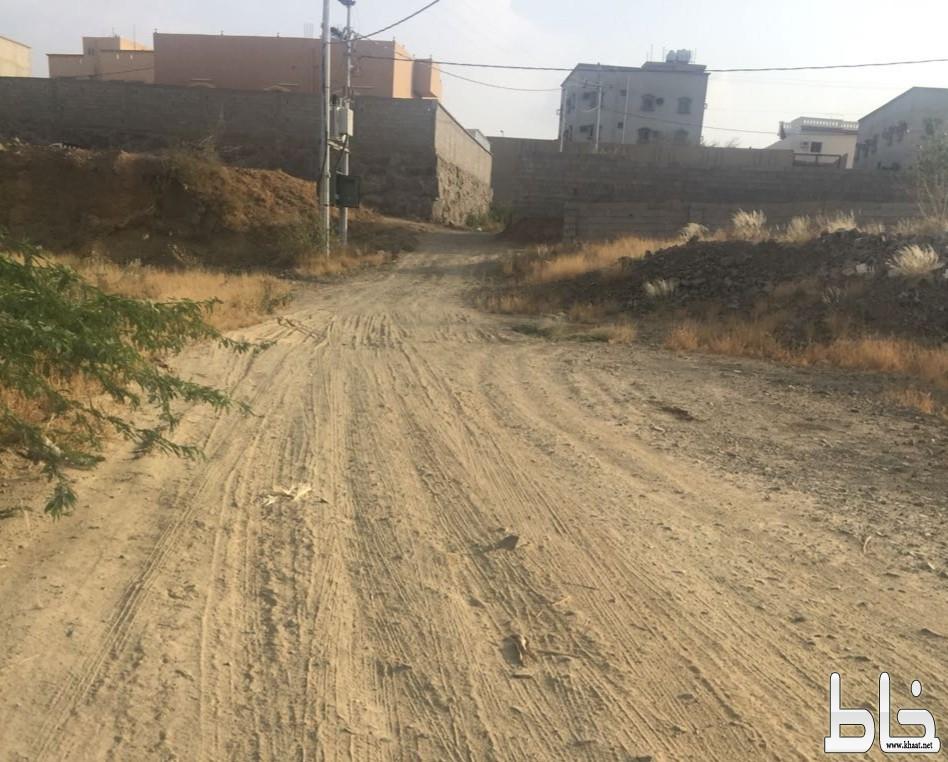 مواطنون  لــ«خـاط» بلدية المجاردة تماطل في سفلتة طريق حيوي