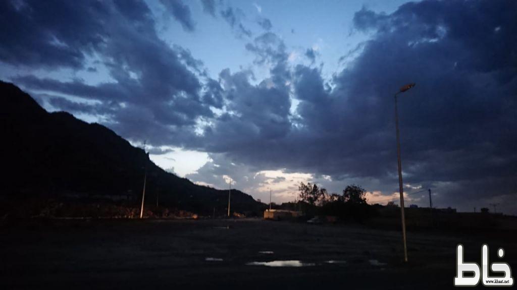 بالصور شاهد : اجواء خيالية وأمطار غزيرة اليوم على مركز احد ثربان