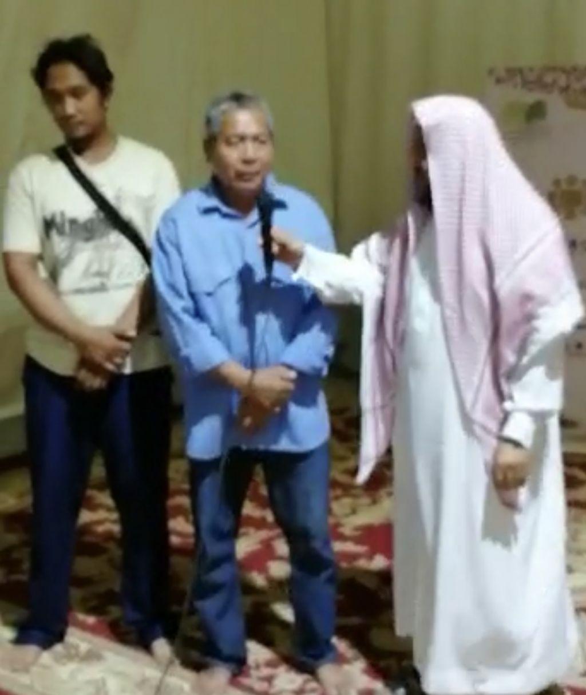 """""""وتعاونوا ٣ """" يشهد اسلام رجلين من الجالية الفلبينية"""