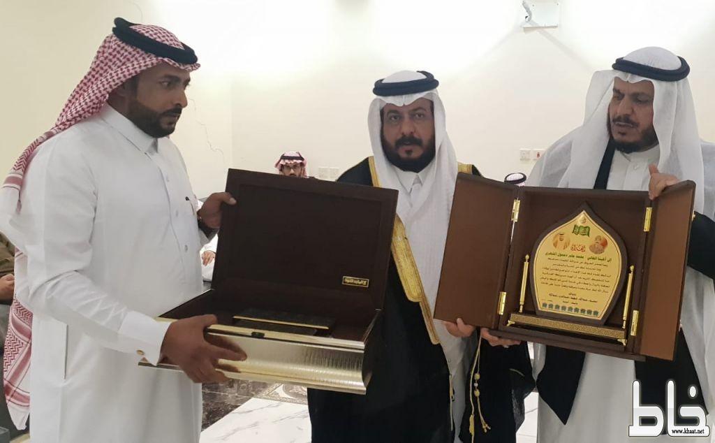 أسرة آل دعمول تحتفي بمناسبة تقاعد أخيهم محمد