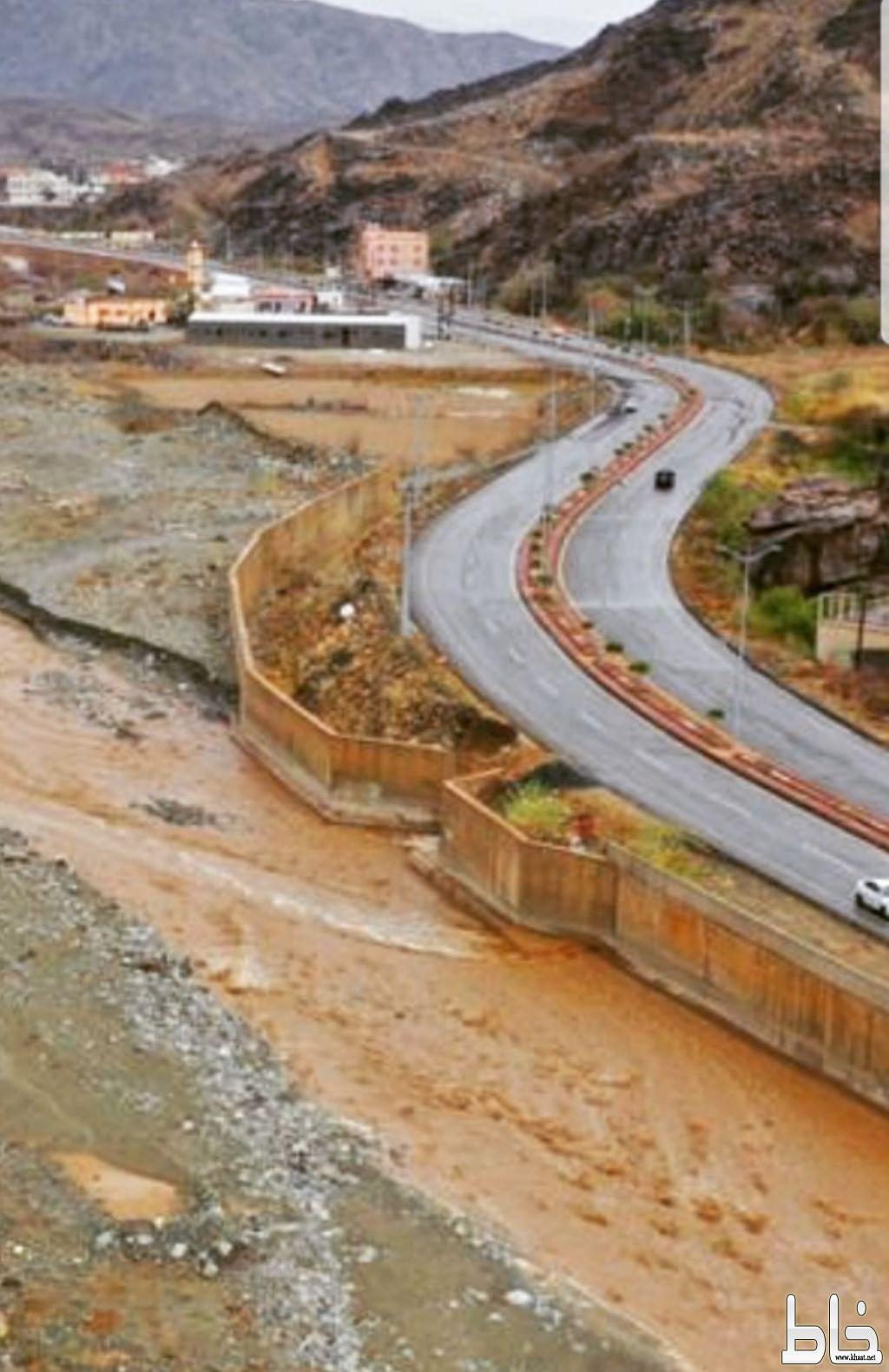 اكثر من عام وبلدية المجاردة تتجاهل وتماطل اصلاح الجسور وردمها في مركز خاط