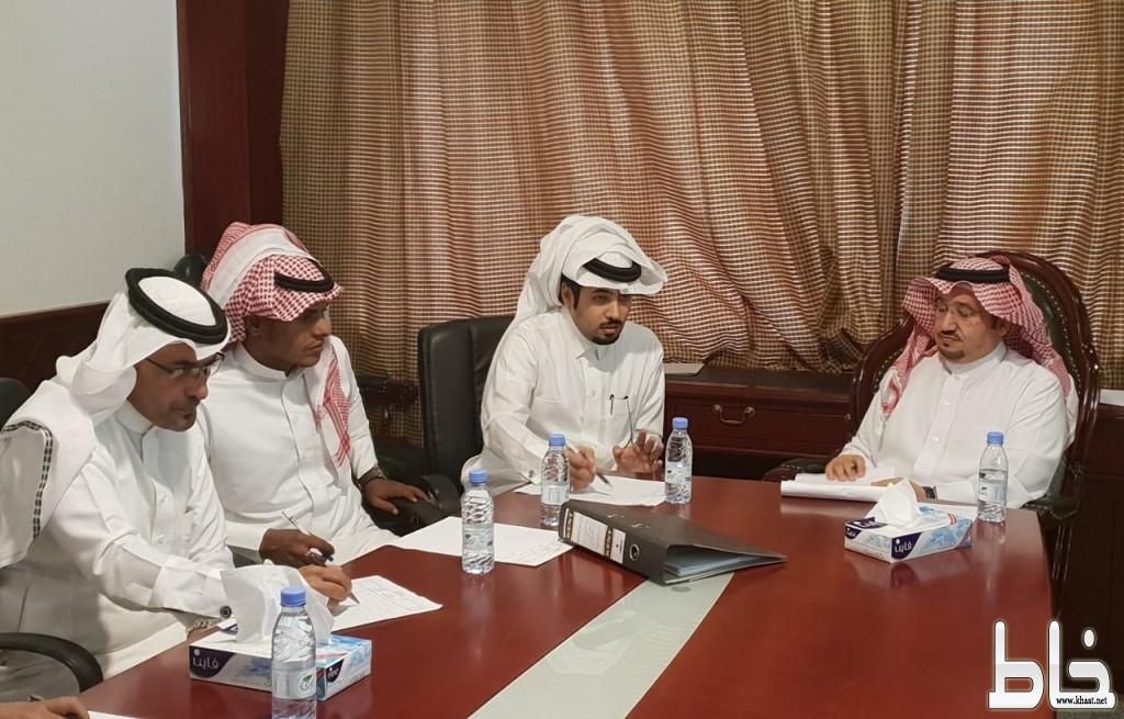 محافظ المجاردة يجتمع بأعضاء المجلس البلدي ويناقش سبل تعزيز وتفعيل المشهد الحضري
