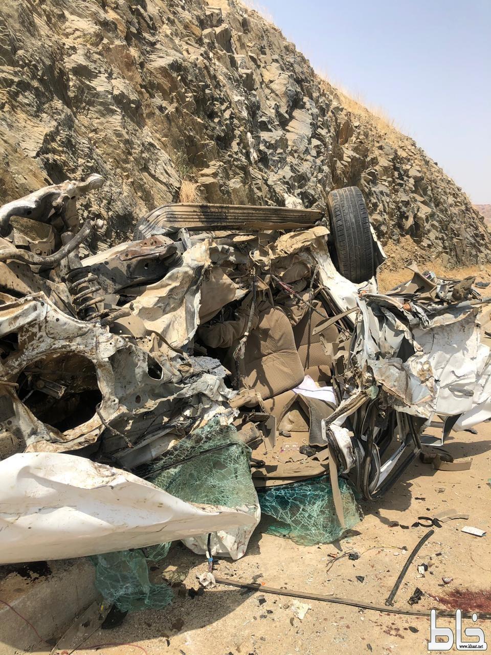 نجاة شابين من حادث تصادم مروع بين مركبتين بمركز خميس حرب شرق القنفذة
