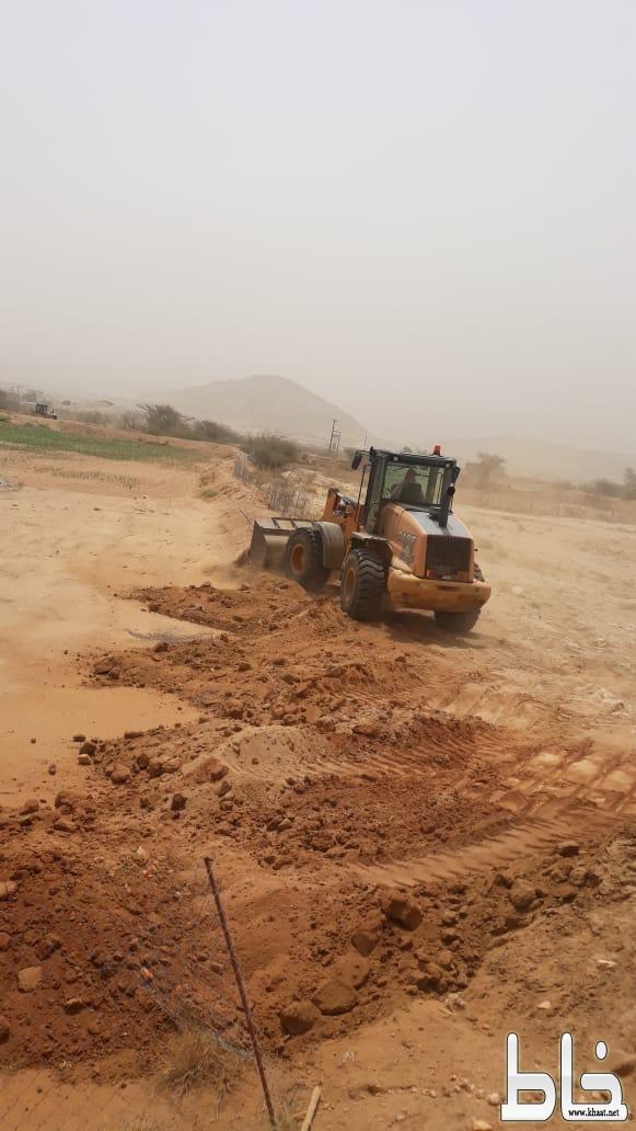 بلدية بارق تستعيد 450 ألف م2من الأراضي الحكومية