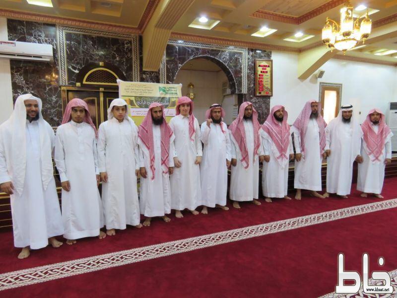 """جمعية بررة في تهامة بللسمر وبللحمر تزف """"3"""" من حفظة القرآن الكريم"""