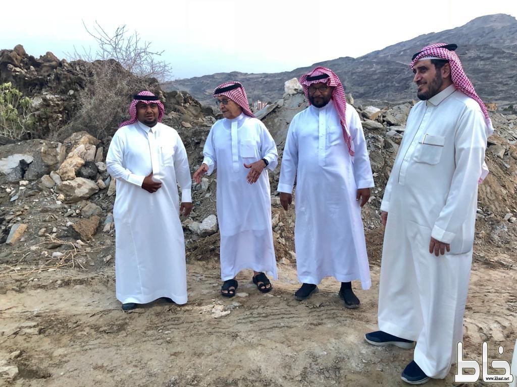إنفاذاً لتوجيهات أمير منطقة عسير : محافظ بارق يزور أهالي وادي ثعيب ويتفقد إحتياجاتهم