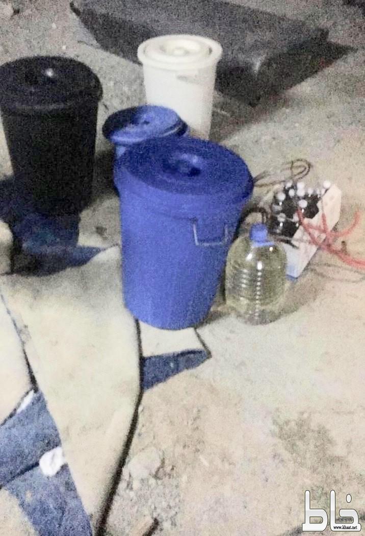 شرطة المجاردة تضبط وكراً للخمور يديره عماله هنديه بأحد أحياء المحافظة