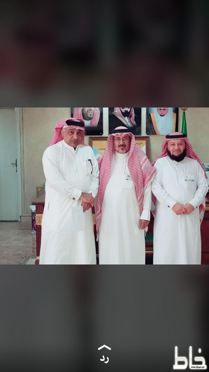 """"""" مدير تعليم محايل  """" يستقبل الأستاذ حسين سالم الشهري"""