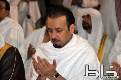 بالصور:  أمير مكة الجديد يؤدي مناسك العمرة مستهلاً بها عمله أميراً للمنطقة