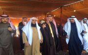 الأمير تركي بن طلال ال سعود يقدم واجب العزاء لآل الزور بمحافظة تنومة