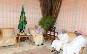 أمير عسير يستقبل رئيس الاتحاد الخليجي للإعلام الرياضي