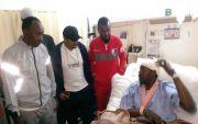 فريق العاب قوى الفاروق يقومون بزيارة والد زميلهم بمستشفى المجاردة