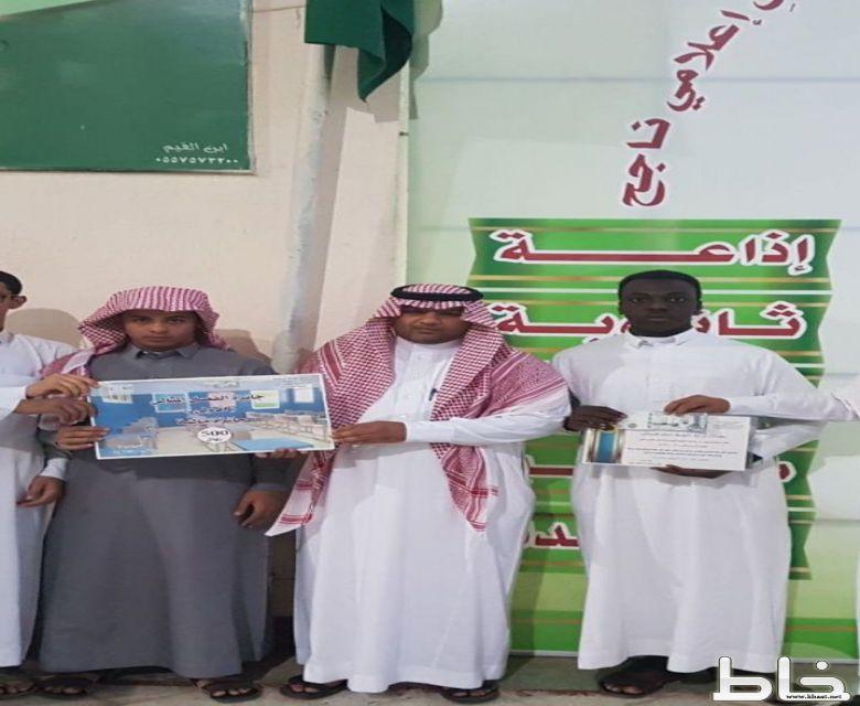 تسليم جائزة الفصل المثالي بثانوية صقر قريش لطلاب المستوى الرابع (ج)