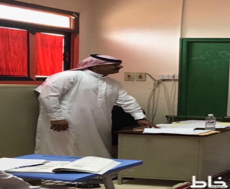 احمد سلطان الشهري ينفذ مشروع بحث الدرس بمدرسة بدر الابتدائيه