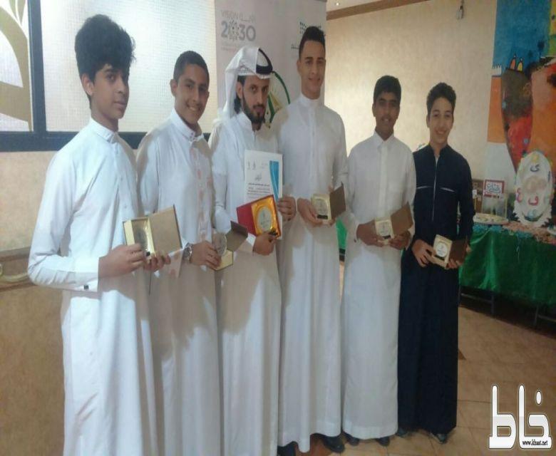 كرات يكرّم طلاب متوسطة جيل الفيصل