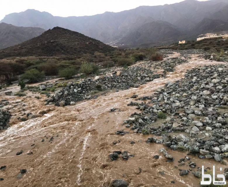 بالفيديو والصور :امطار غزيرة الى متوسطة على مركز خاط