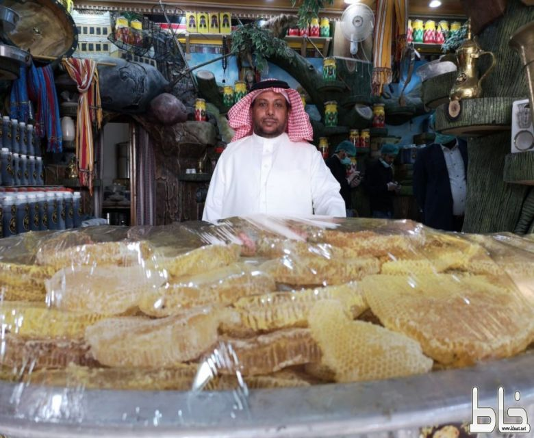 ابن على الله عبر التليفزيون السعودي يوثّق مراحل تعبئة أكبر إناء عسل في العالم بمحافظة المجاردة