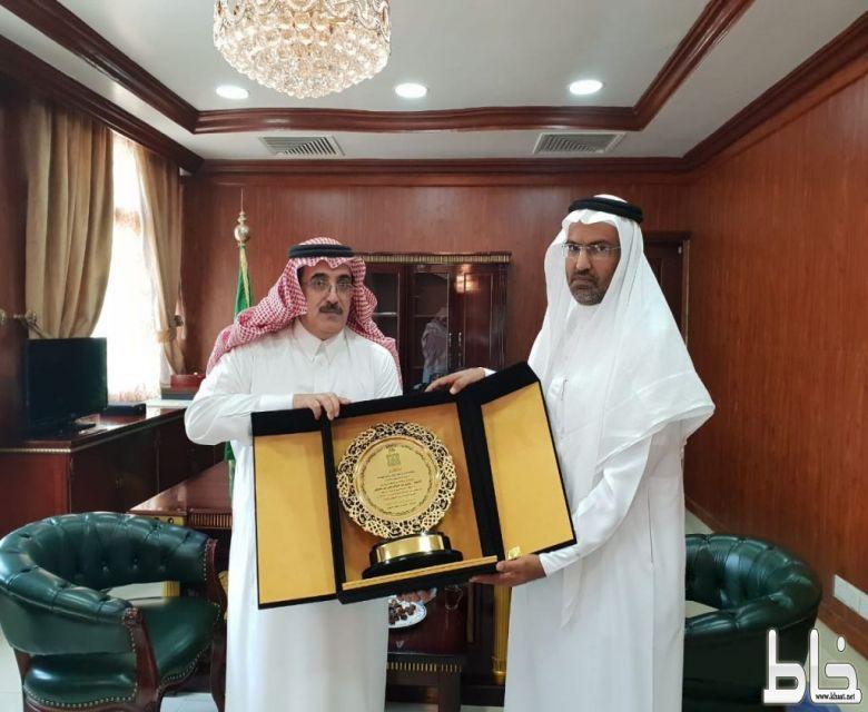آل حموض يستقبل المشرف العام على فرع جامعة الملك خالد بتهامة