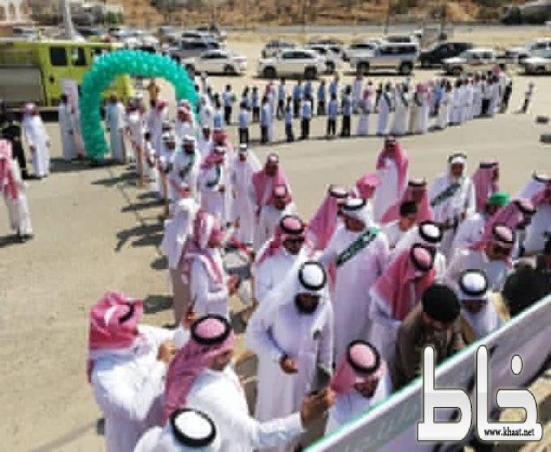 """مدرسة عبد الله بن عمر بالحصباء تقدم وثيقة الوطن """" للمجد والعلياء """""""