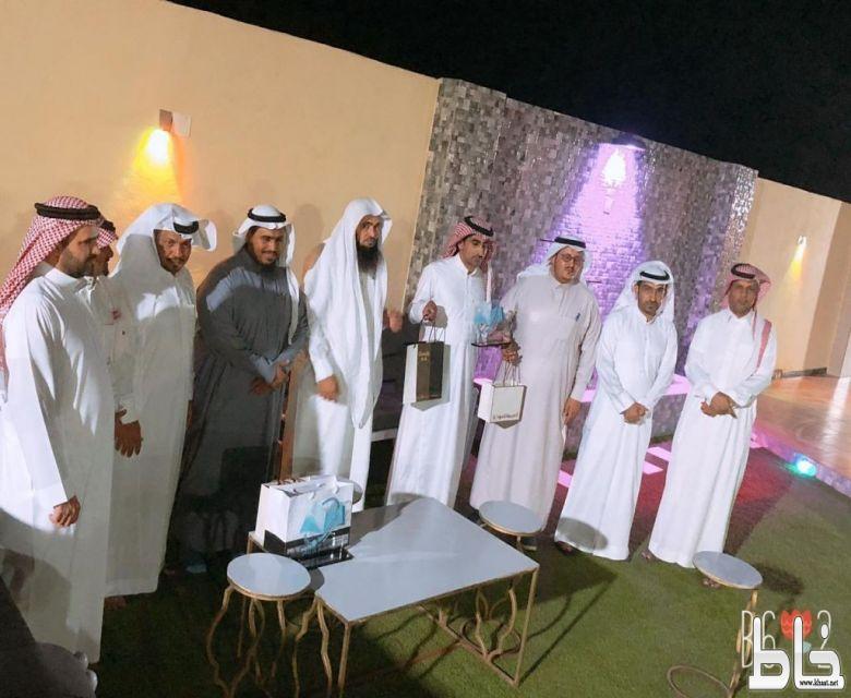 منسوبو ثانوية عمار بن ياسر يحتفلون بالداعمين لأنشطة المدرسة