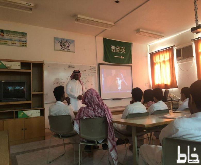 المغيدي يقدم مهارات التعليم الذاتي بثانوية اليمامة ببارق