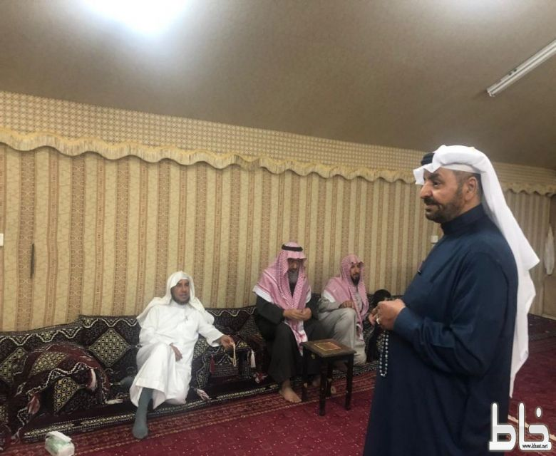 حفل اجتماعي للمصلين بجامع ابن جبرين بالرياض