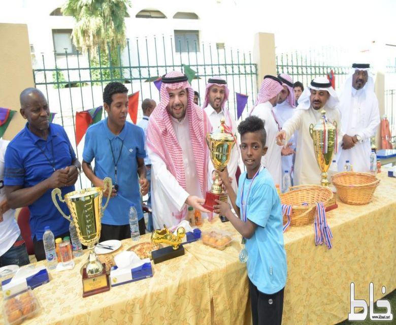 برعاية الأمير عبدالله بن سعد  مدارس ثامر العالمية بجدة تحقق كأس البطولة