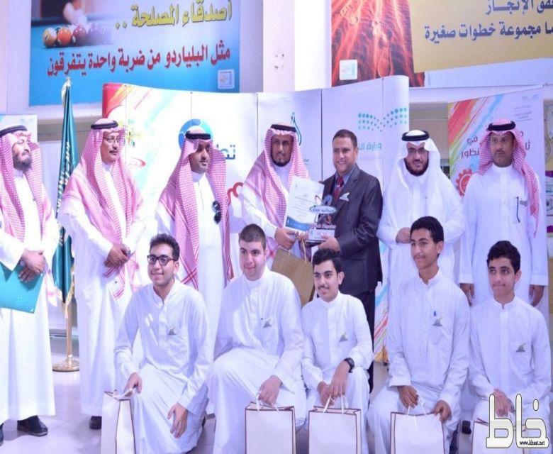 """نيابة عن المدير العام القحطاني يكرم الفائزين بمبادرة """"فيزيائيو جدة"""""""