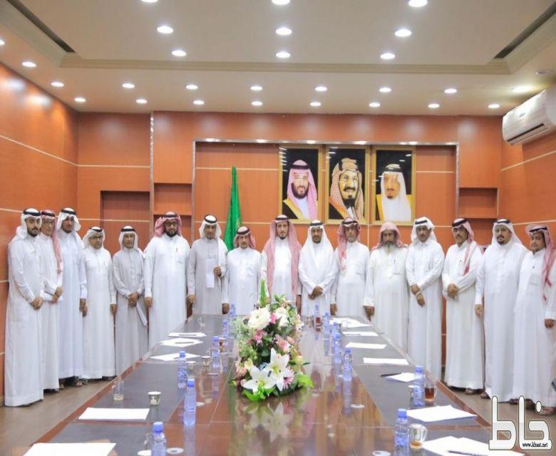 محافظ بارق يرأس إجتماع تأسيس جمعية التراث والحرفيين
