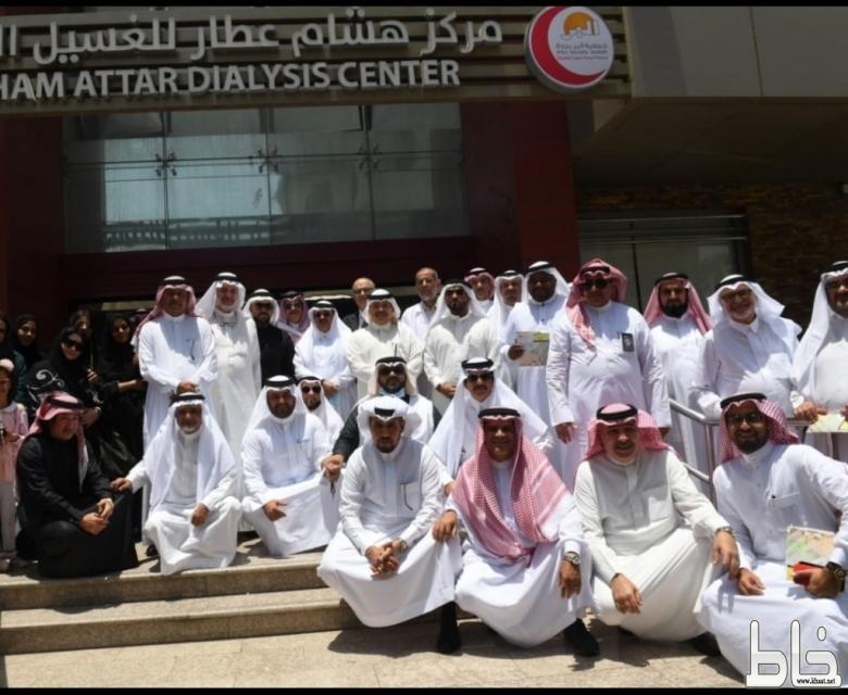 مستشار ثقافة وفنون بجدة يزور جمعية البر ومركز العطار لغسيل الكلى