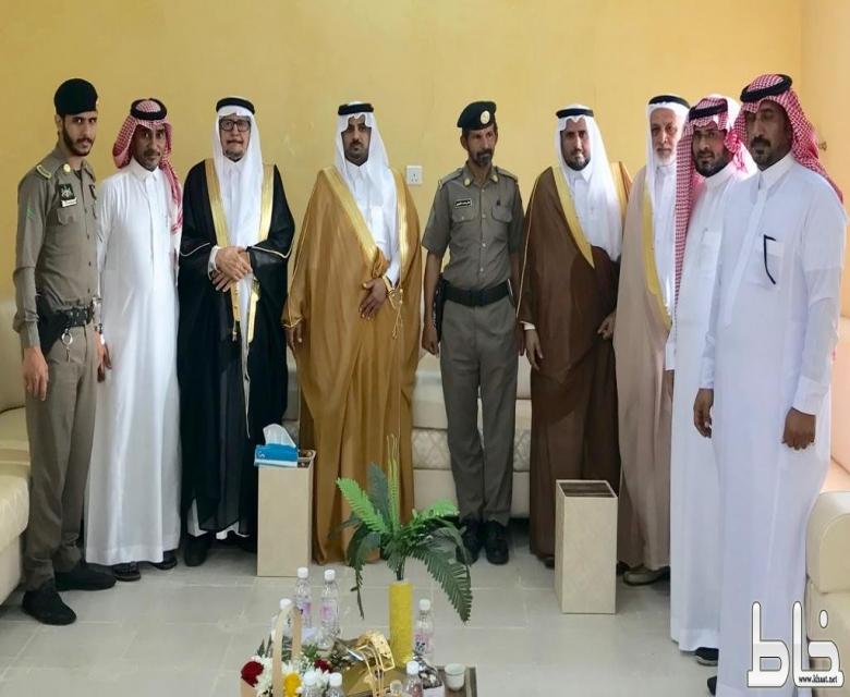 الطارقي وأهالي مركز خاط يؤدون صلاة عيد الأضحى المبارك