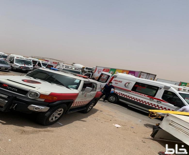 الهلال الأحمر يباشر حادث سير بشرق الرياض وينقل ١٢ حالة بينها اربع حالات حرجه