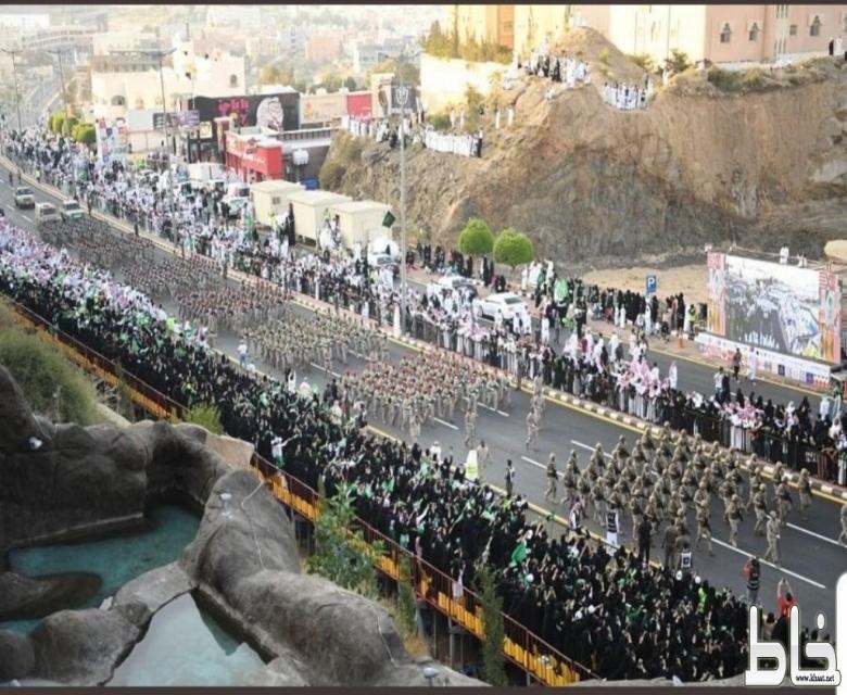 همّة أهالي عسير تعلو قمم جبال أبها عسير  بمشاركة أكثر من 60 ألفًا في احتفالات اليوم الوطني 89