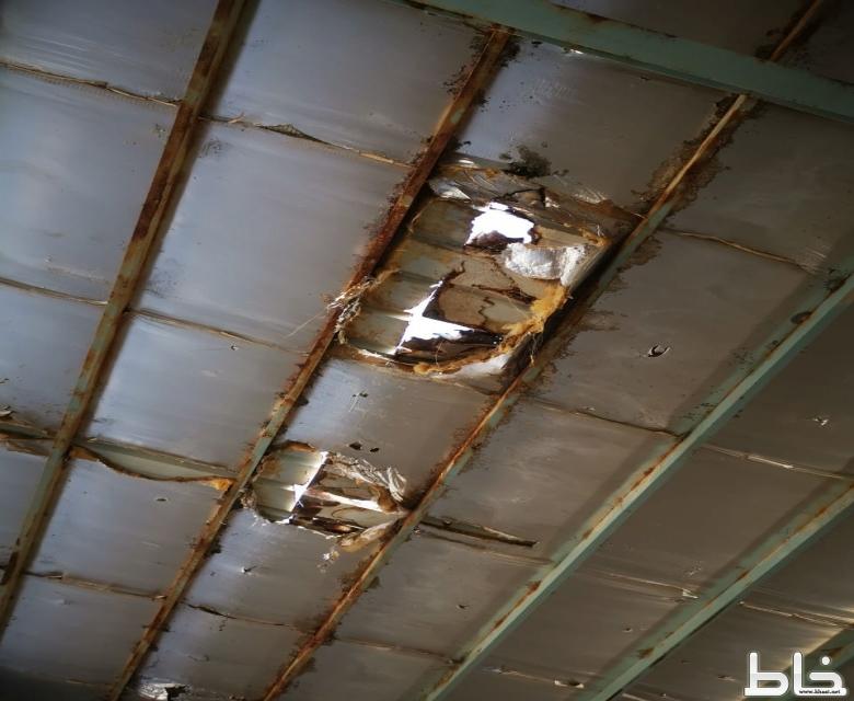 مجمع جمعة ربيعة. للبنات مبنى متهالك ويعاني من سوء الصيانة ومدير التعليم يصدر قرار باخلائه