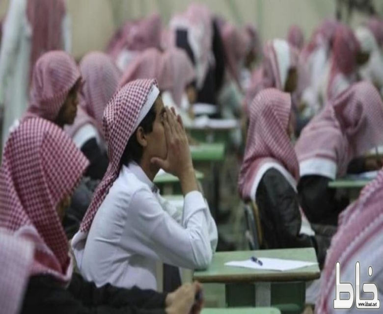 وزير التعليم يعتمد اختبارات تحريرية لمواد الابتدائية والمتوسطة