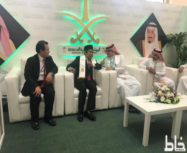 حضور دبلوماسي رفيع في اليوم الأول لمهرجان ثقافات الشعوب الأول بجامعة أم القرى