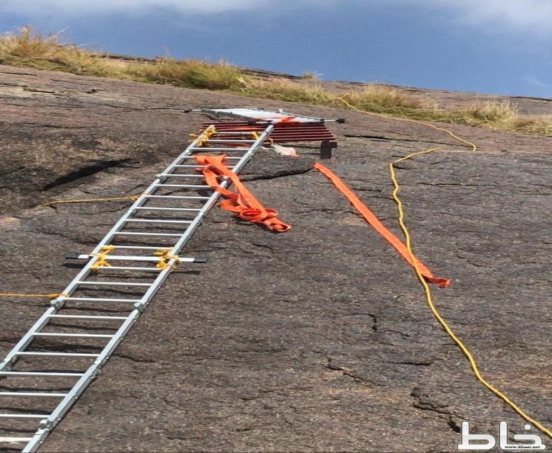 بالفيديو والصور : في مسار جبلي.. فريق هايكنج المجاردة (خاط) يصل قمة جبل تهوي