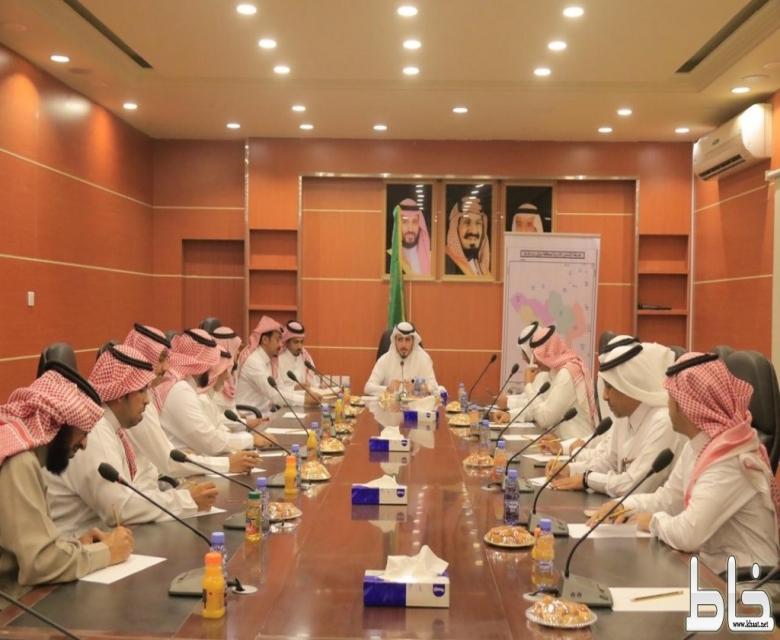 محافظ بارق يرأس جلسة المجلس المحلي صباح اليوم