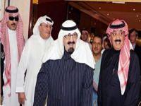 صور وفيديو خاص بمغادرة خادم الحرمين الشريفين مدينة الملك عبدالعزيز الطبية