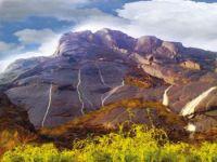 خاط والغيل ...واديان ينامان على وسادة الكادي وجبال تشابه جبل «كلمنجارو»