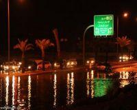 الرياض تغرق والدفاع المدني يحذر وحركة السير تتعطل