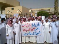 خريجي دفعة 27-28 من كليات المعلمين يعتصمون اليوم امام بوابة الوزارة