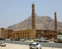 بالصور : المستحقات توقف العمل بالجامع الكبير بأحد ثربان