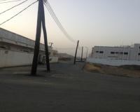 بالصور.. أعمدة كهرباء تتوسط شارعاً بالمجاردة
