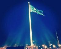بالصور والفيديو : رفع أكبر علم للمملكة على أعلى سارية بالوطن
