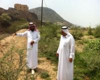 رئيس بلدي المجادرة يقف على احتياج أهالي آل صميد