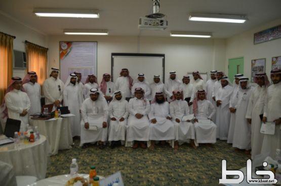 """بحضور مدير التدريب بـ""""تعليم محايل"""" : اختتام دورة (برمجة الأجهزة الذكية) بمدرسة الملك عبدالله بـ """"خاط"""""""